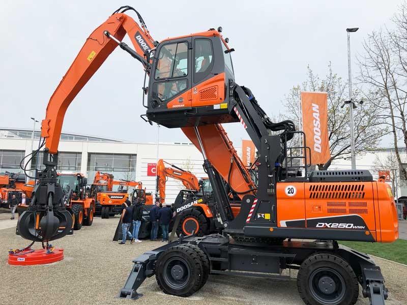 Excavator manipulator materiale demolari Doosan DX250WMH-5