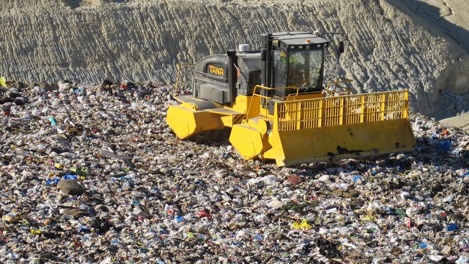 Compactor pentru gropi de gunoi ecologice Tana