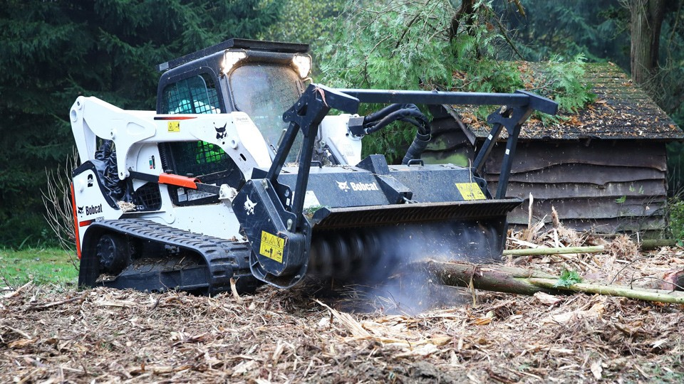 Incarcator Bobcat cu tocator de arbori