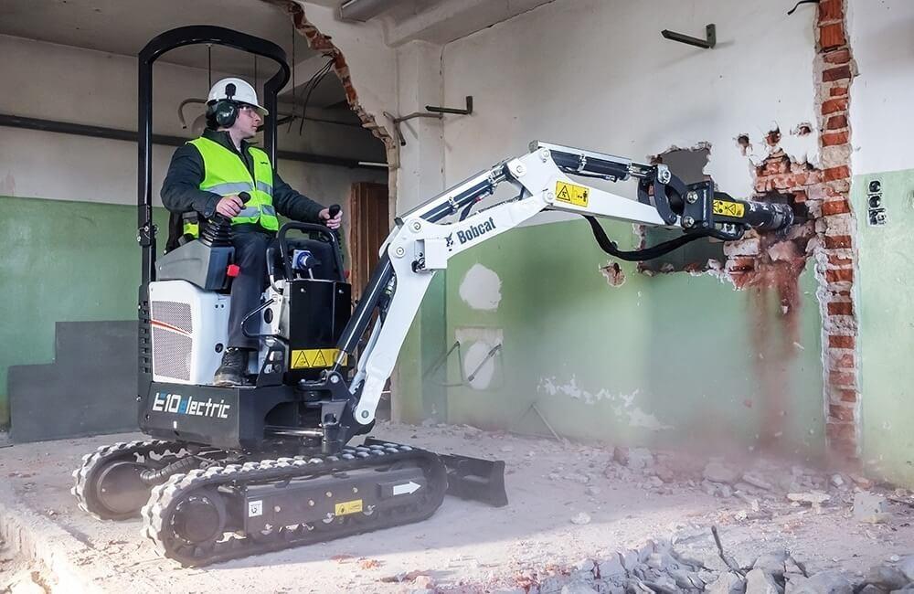 Excavator electric cu ciocan hidraulic Bobcat E10e