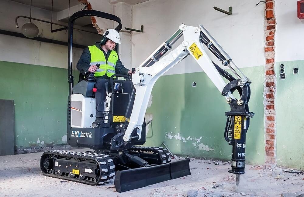 Excavator electric Bobcat E10e cu picon