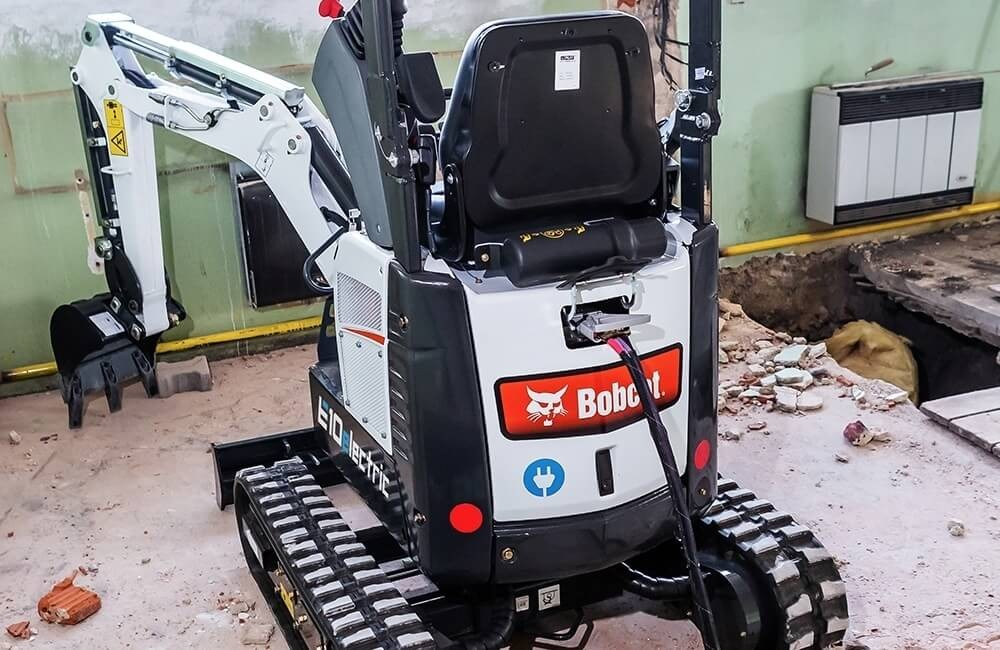 Incarcare excavator electric Bobcat E10e
