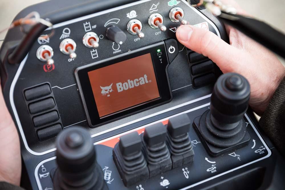 Radiocomanda incarcatoare compacte Bobcat