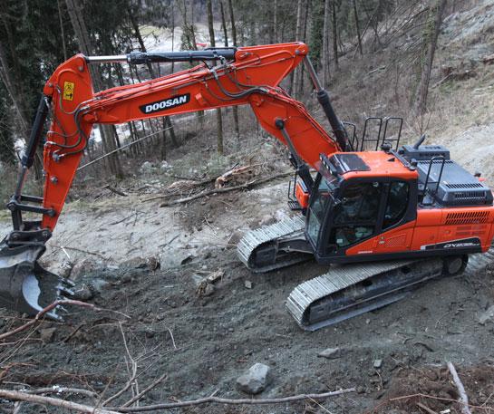 Excavator senile Doosan utilaje cariera ircat