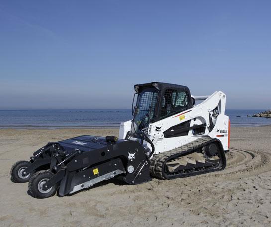Incarcator compact senile Bobcat T650 curatator nisip